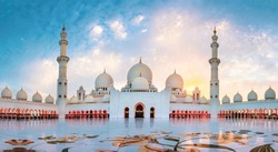 Sheikh Zayed Grand Mosque in Abu Dhabi panoramic view at sunset