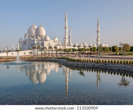 Sheikh Zayed Mosque in Middle East United Arab Emirates with reflection on water. Abu Dhabi.