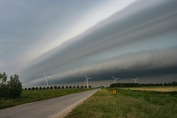 Shelfcloud of a severe thunderstorm in The Netherlands.