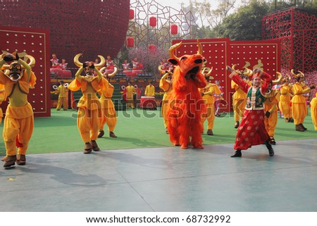 SHENZHEN, CHINA-JANUARY 22:  Speech by the dance ensemble in the original unusual costumes on January,22,2009 in Folk Culture Villages, Shenzhen, China. Chinese New Year Parade.