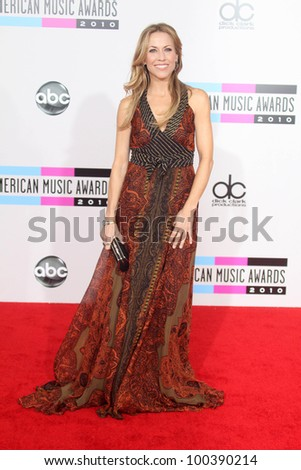 Sheryl Crow at the 2010 American Music Awards Arrivals, Nokia Theater, Los Angeles, CA. 11-21-10