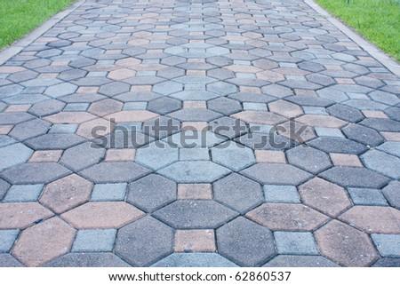 Shine the stone floor. Around a courtyard.