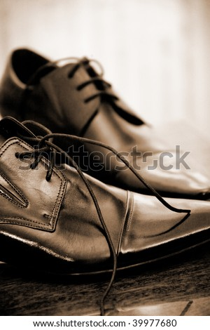 Shiny classic leather men's shoes