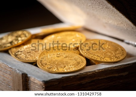Shiny gold coins (Austrian ducats) in a small wooden treasure box Photo stock ©