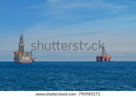 ship and drilling platform ,  offshore drill platform - #790989271