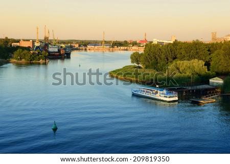 Ship repair in the river port
