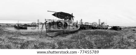 ship shipwreck boat, ashore, destroyed, shipping, transportation, panorama black and white