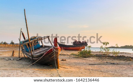 Ships stranded on the coast due to low tide