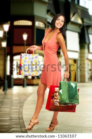 Shopping smile woman in the mall