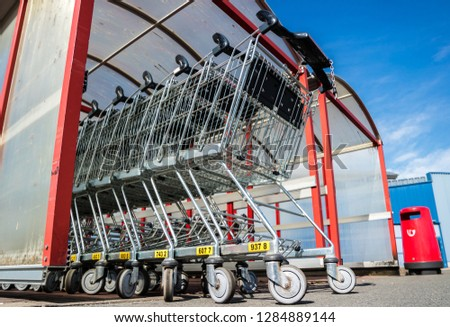 23e25e55385 Shopping trolley in front of the supermarket  1284889144