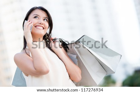 Shopping woman talking on her mobile phone