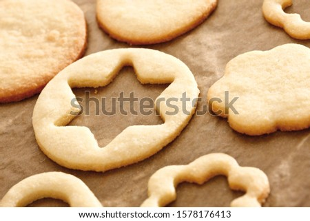 Shortcrust cookies on baking tray with baking paper #1578176413