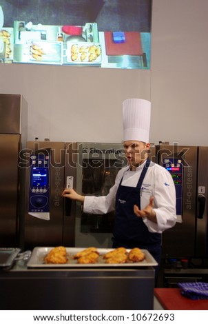 Show-cooking time in exhibit