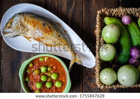 Shrimp Paste Chilli Sauce with Fried Mackerel and vegetable, (nam prik ka pi) on wood table, top view Zdjęcia stock ©