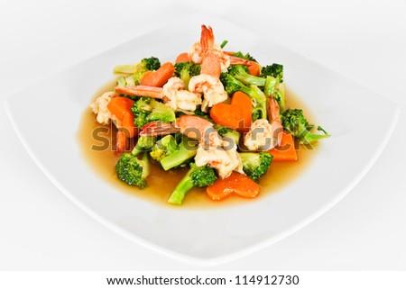 Shrimp stir-fried broccoli and carrots.