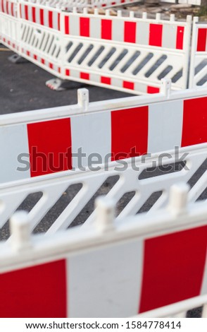 Shut-off systems and barriers for a road construction site, construction site, investment infrastructure and traffic jam
