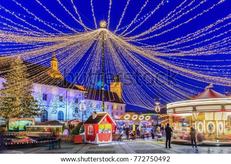 Sibiu, Romania.  Christmas Market at twilight. Transylvania, Romania. Imagine de stoc ©