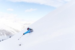 Side photo of sport man with skiing