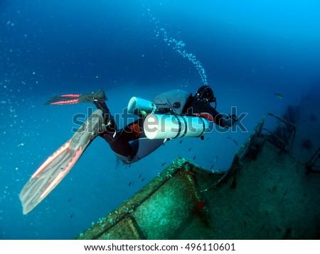 Sidemount Diver exploring the Um el Faroud Wreck, Wied iz-Zurrieq, l/o Qrendi, Malta Zdjęcia stock ©