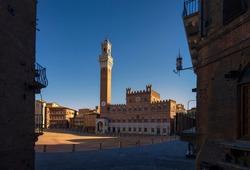 Siena, Piazza del Campo square, Torre del Mangia tower and Palazzo Pubblico building. Tuscany, Italy.