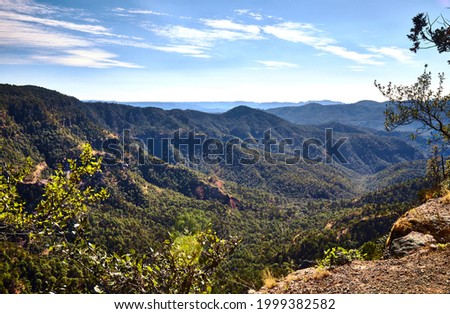 Sierra Madre Occidental neovolcanic cordillera with canyons and mountains Foto stock ©