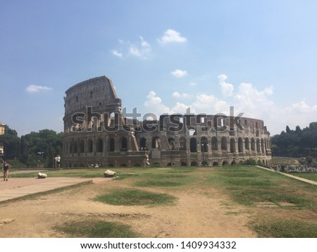 Sightseeing tour around Roma famous places. #1409934332