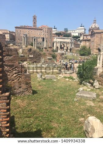 Sightseeing tour around Roma famous places. #1409934338