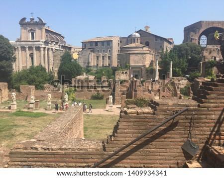 Sightseeing tour around Roma famous places. #1409934341