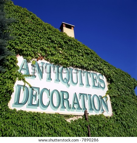 Sign in France showing that there is an antique inside the house