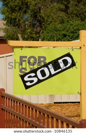 sign in front yard advising of successful sale