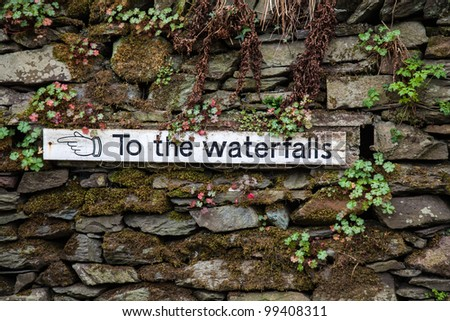 Sign pointing to the waterfalls in the lake district national park