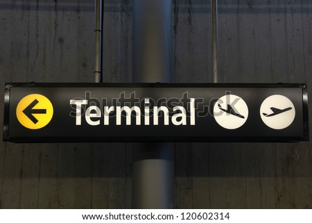 Sign showing the way to the airport terminal building