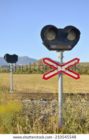 Signal level crossing without barriers, and traffic light.