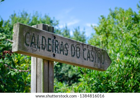 Signboard with directions to Caldeiras Do Castro #1384816016
