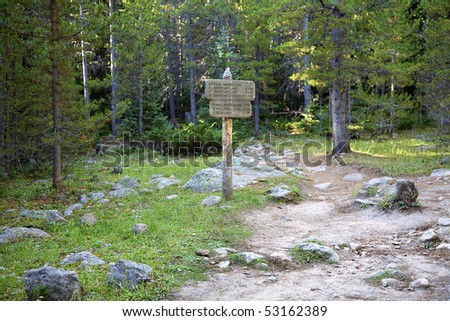 Signpost along the trail to Bierstadt Lake, Rocky Mountain National Park, Estes Park, Colorado, United States.