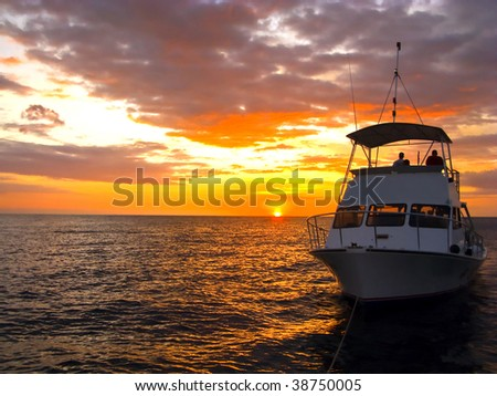 Silhouette Dive Boat in Hawaii off of Kona
