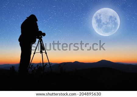 Silhouette of a landscape photographer in twilight #204895630