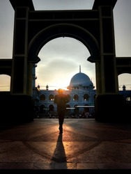 silhuette sunset in frame mosque