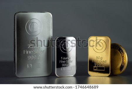 Silver and gold bars and coin on a dark background. Сток-фото ©