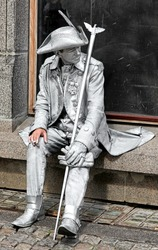 Silver living statue - rest for street artist with cigarette