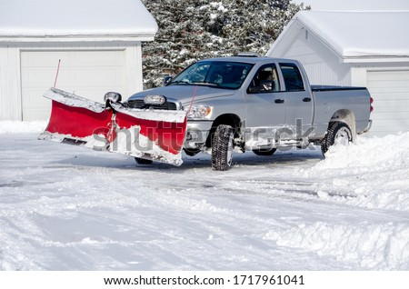 silver truck moving snow on a winter's day Foto stock ©