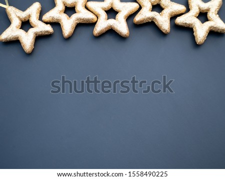Simple Christmas background concept featuring gold stars on a dark background. Copy space for your text. Zdjęcia stock ©