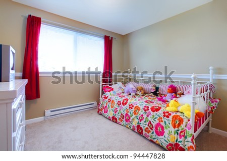 Simple girls bedroom with flowery bedding