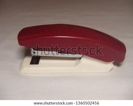 Simple office stapler