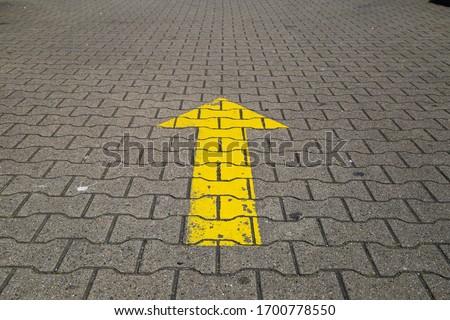 Simple straightforward solution concept: Yellow arrow an paving blocks showing direction straight ahead Сток-фото ©
