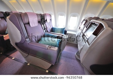 SINGAPORE - FEBRUARY 17: Front row of business class seats in Singapore Airlines' (SIA) last Boeing 747-400 aircraft at Singapore Airshow on February 17, 2012 in Singapore