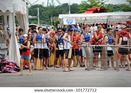 SINGAPORE - MAY 5: Unidentified teams participate in international dragon boat race at Marina Bay, Singapore on May 5, 2012. Close to 100 international dragon boat teams at the DBS Marina Regatta.