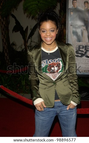 Singer FEFE DOBSON at the world premiere, in Hollywood, of The Perfect Score. January 27, 2004