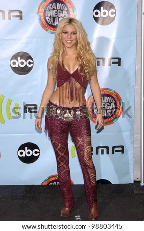 Singer SHAKIRA at the 2001 Radio Music Awards at the Aladdin Hotel & Casino, Las Vegas. 26OCT2001.  Paul Smith/Featureflash