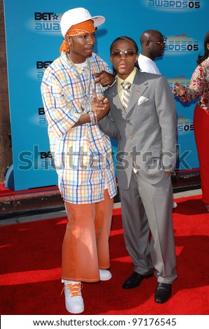 Singers CHINGY (left) & BOW WOW at the 2005 BET (Black Entertainment Television) Awards at the Kodak Theatre, Hollywood. June 28, 2005 Los Angeles, CA  2005 Paul Smith / Featureflash